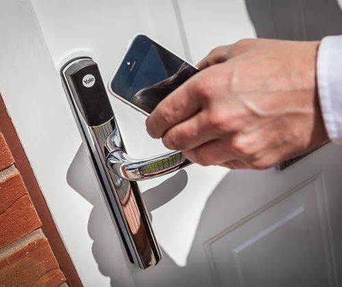conexis-l1-life-phone-app-high-res-jpgp0x0-q85-m1020x420-framenumber1-1