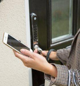 yale-keyfree-with-phone-jpgp0x0-q85-m1020x420-framenumber1